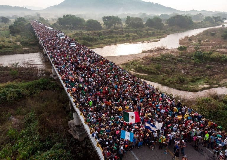 Caravane de migrants en aerique centrale qui fuient la violence et la pauvreté du Honduras