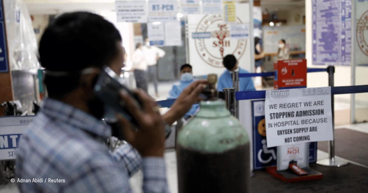 Entrée d'un hôpital dont l'accès est refusé par manque de bouteille d'oxygène