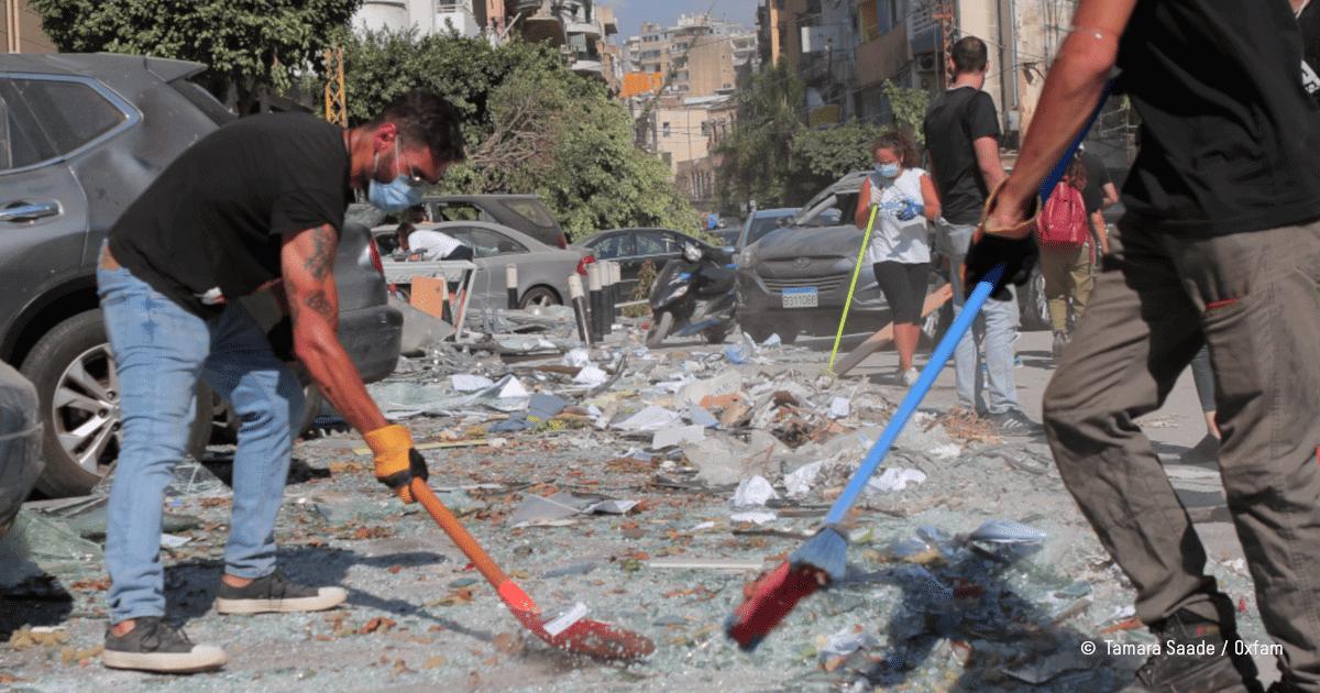 nettoyage des débris après les explosions qu Liban